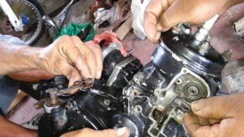 Manual Moto Suzuki AN400 K3 Reparación Motor y sistema de escape